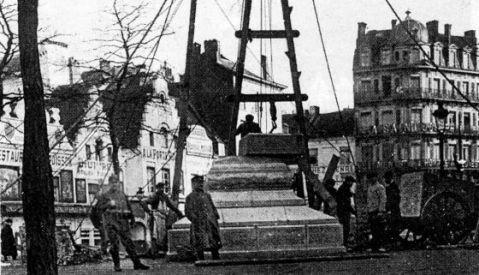 Bruselas, 1915. El ejército alemán desmonta el monumento a Ferrer